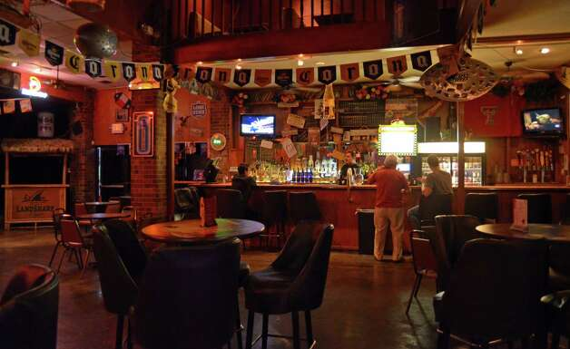 Its name inspired by the noted author Ernest Hemingway, Hemingway's Tavern brings a Texas feel and entertaining nights that includes karoke, beer pong, live music and daily drink specials. Robin Johnson Photo: Robin Johnson