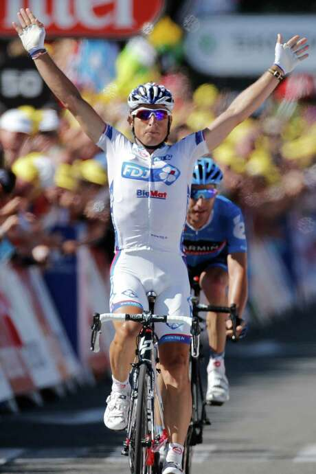 Pierrick Fedrigo of France crosses the finish line ahead of Christian Vandevelde of the US, right, to win the 15th stage of the Tour de France cycling race over 158.5 kilometers (98.5 miles) with start in Samatan and finish in Pau, France, Monday July 16, 2012. Photo: AP