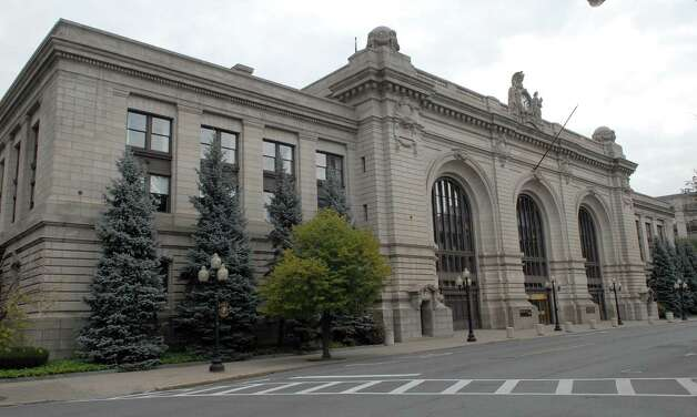 A view of the former Albany Union Station in Albany, NY on Tuesday, Oct. 20, 2009.   The building is used by Bank of America, which may be vacating the building as it consolidates.  (Paul Buckowski / Times Union) Photo: PAUL BUCKOWSKI / 00006035A