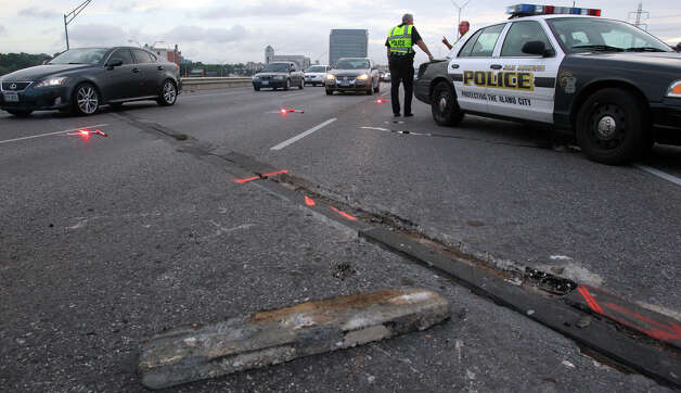 Failed bridge joints on U.S. 281 southbound over Jones Maltsberger near the Alamo Quarry Market caused traffic delays early Tuesday morning July 17, 2012. Traffic in the area slowed down to one lane and backed up between Nakoma and Hildebrand because of the road failure. John Davenport/San Antonio Express-News Photo: John Davenport/San Antonio Express-News