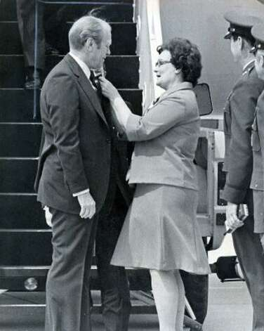 Former U.S. President Gerald Ford being greeted as he exits the plan by former Mayor of San Antonio, Lila Cockrell, April 9, 1976. (UNKNOWN / Express-News file photo)