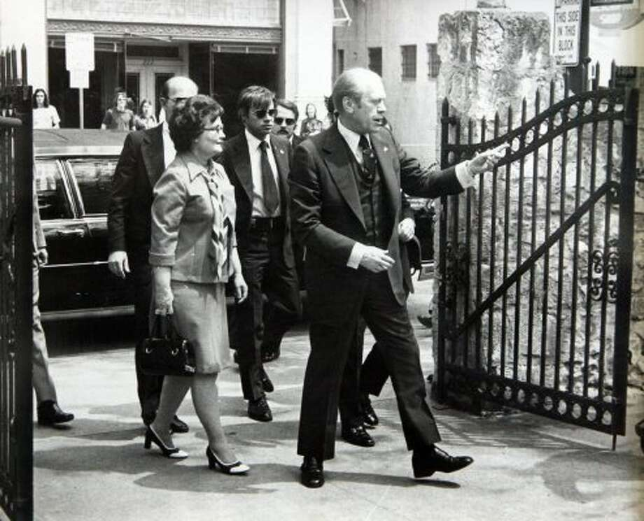 Former President Gerald Ford and former San Antonio mayor Lila Cockrell (L) enter the grounds of the Alamo, April 9, 1976.