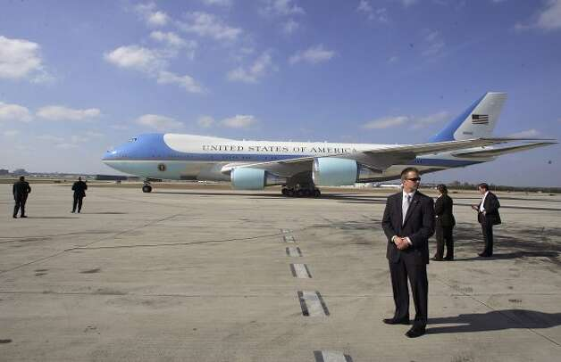 Secret Service agents keep watch as Air Force One taxis to it's stopping position as former President George W. Bush arrived for a day visit Thursday, November 8, 2007 at San Antonio International Airport.  (BAHRAM MARK SOBHANI / SAN ANTONIO EXPRESS NEWS)