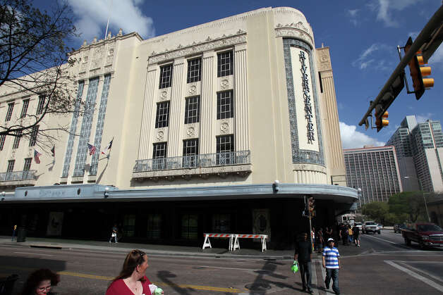 Rivercenter mall owners plan to re-develop  the old Joske's Department Store building and the walkway adjacent to it next to the Menger Hotel. Photo: TOM REEL, Express-News / San Antonio Express-News