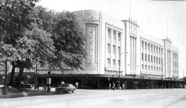 In 1936, department store Joske's became the first fully air-conditioned store in Texas. Photo circa 1970. Photo: Express-News / SAN ANTONIO EXPRESS-NEWS