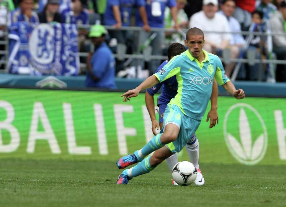 Sounders Midfielder, Osvaldo Alonso, dribbles the ball during the Sounders vs. Chelsea game at CenturyLink field in Seattle on Wednesday, July 18, 2012. The Sounders were defeated 2-4. Photo: Sofia Jaramillo / SEATTLEPI.COM