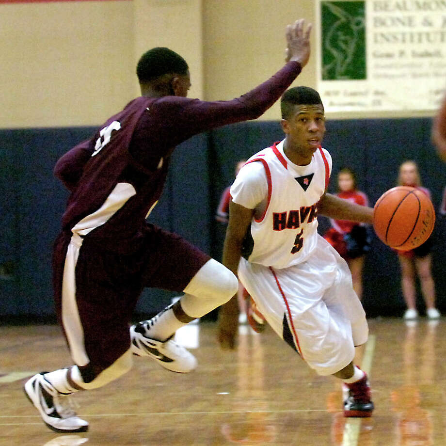 H-J's Sammy Mitchell drives down the court as Silsbee's Chris Elam guards at Hardin-Jefferson High School in Sour Lake, Tuesday, January 31, 2012. Tammy McKinley/The Enterprise Photo: TAMMY MCKINLEY