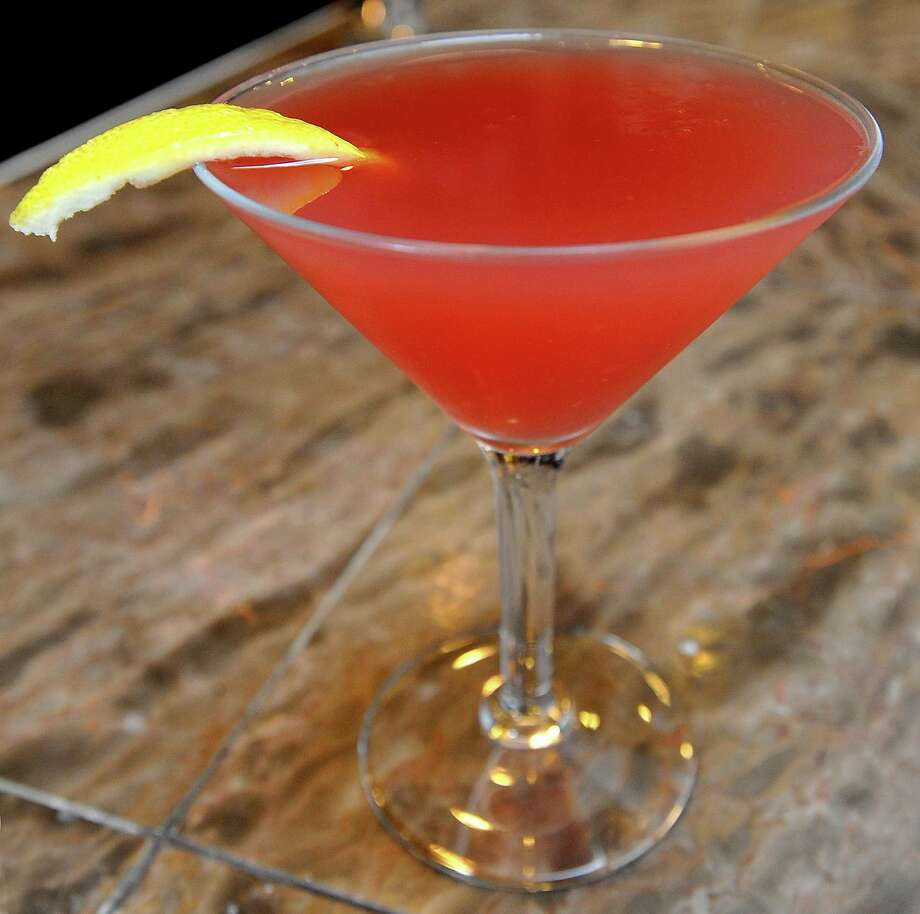 A 2.75-ounce cosmopolitan is roughly 146 calories and is about equal to ... Photo: Dave Ryan