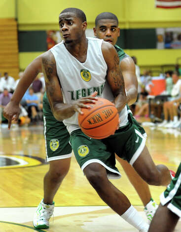 Clarence Jackson, drives past Michael Haddix during the Siena Legends basketball game on Thursday, July 19, 2012, at Siena College in Loudenville, N.Y. (Cindy Schultz / Times Union) Photo: Cindy Schultz / 00018508A