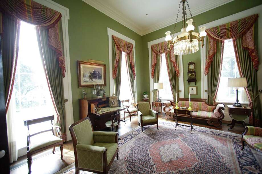 The interior of the Texas Governor's Mansion - including the library, pictured - was restored using the same paint colors, furniture and accessories as before the fire. Photo: Eric Gay / AP