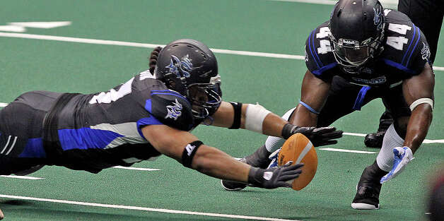 Jamar Ransom (44) moves in to assist as Wesley Mauia of the Talons recovers a fumble in a game against San Jose in May. Photo: TOM REEL, San Antonio Express-News / San Antonio Express-News