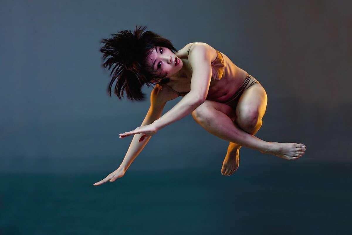 "Bello: Project B, ""Sol y Sombra"". Dancer: Chin-chin Hsu. Photo by Michael Sugrue."