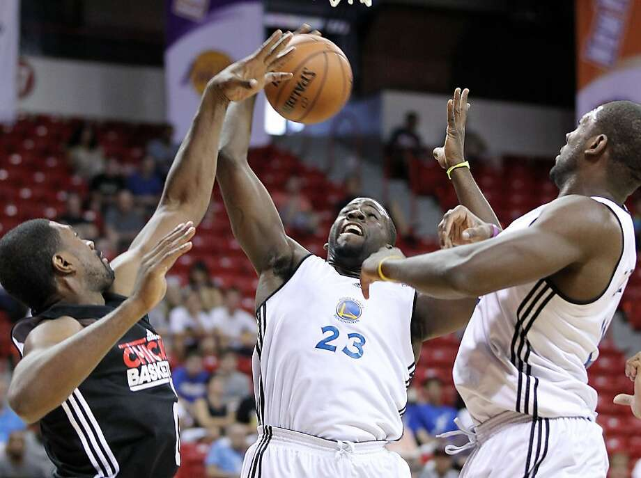 The Golden State Warriors forward Daymond Green, center, shoots over Chicago Bulls Forward Leon Powe during an NBA Summer League basketball game on Friday, Dec. 20, 2012, in Las Vegas. (Photo by Isaac Brekken for the Chronicle) Photo: Isaac Brekken, Special To The Chronicle