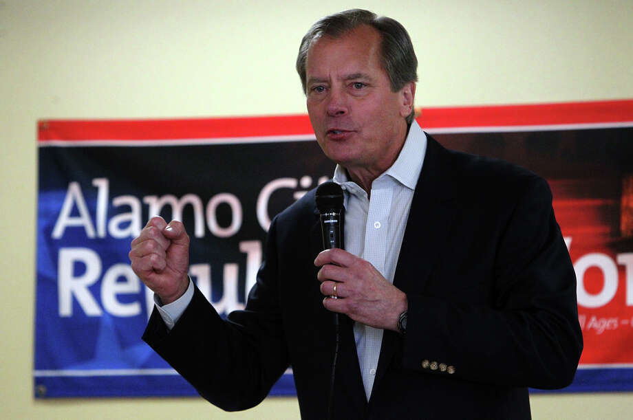 Texas Lieutenant Governor David Dewhurst addresses an audience at the Alamo City Republican Women luncheon on Saturday, July 21, 2012. Dewhurst is in a run-off for the U.S. Senate race against Ted Cruz. Photo: Kin Man Hui, SAN ANTONIO EXPRESS-NEWS / ©2012 San Antonio Express-News