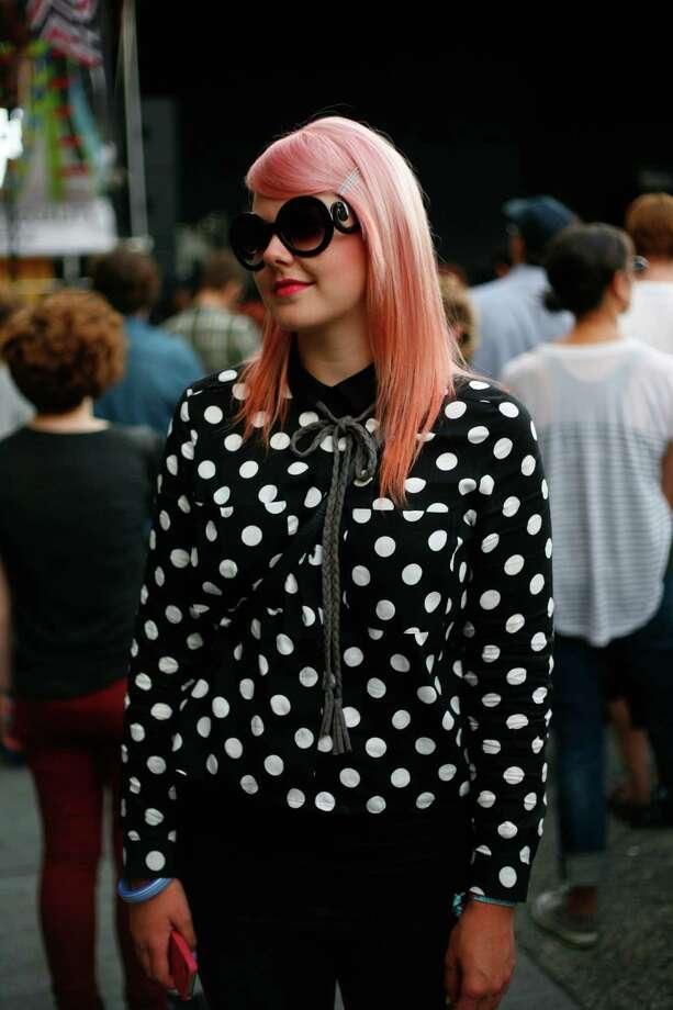 Sasha Docker sports a polka-dot shirt and sunglasses. Photo: Sofia Jaramillo / SEATTLEPI.COM