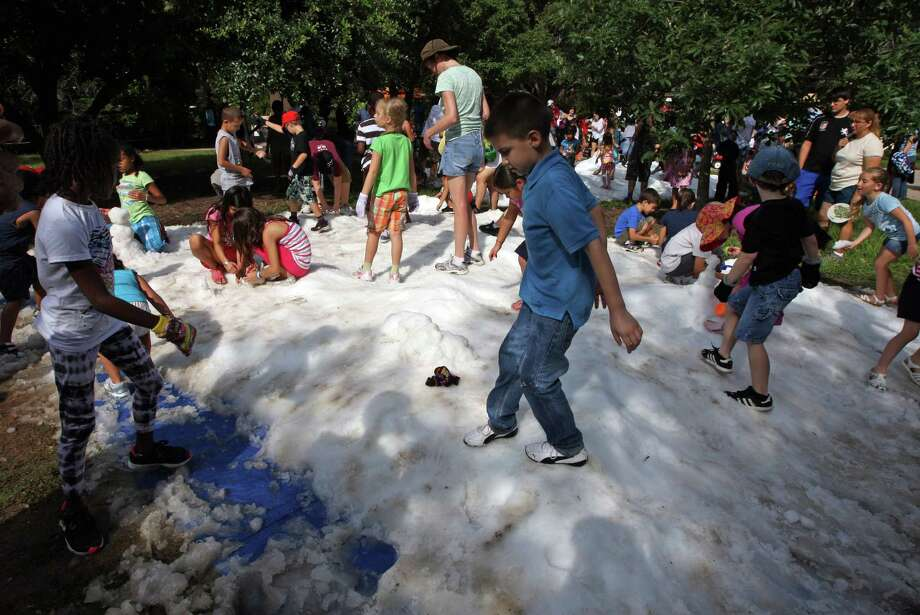 It appears as if winter has finally hit Houston. Here are some signs you know the cold has come. Photo: James Nielsen, Chronicle / © Houston Chronicle 2012