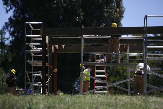 Students build a pergola, a San Francisco Conservation Corps work project, at Log Cabin Ranch School on Wednesday, June 6, 2012 in LaHonda, Calif. Photo: Lea Suzuki, The Chronicle