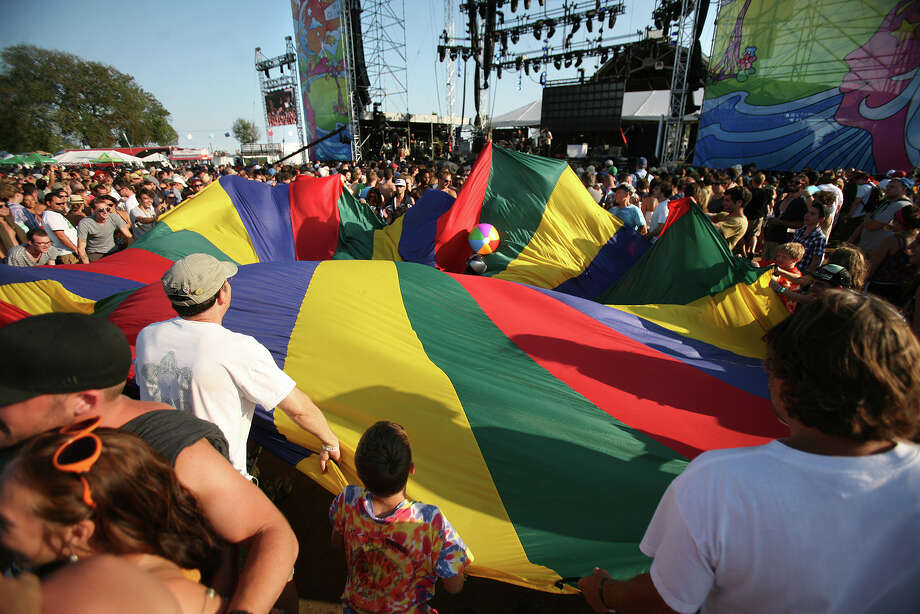 Concertgoers play with a parachute and beach balls during the Avett Brothers set at the Gathering of the Vibes in Bridgeport on Sunday, July 22, 2012. Photo: Brian A. Pounds / Connecticut Post freelance