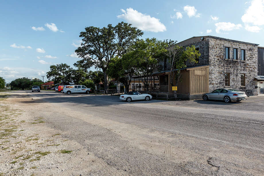 The Aue Stagecoach Inn, now owned by Rudy's BBQ on Old Fredericksburg Road at Leon Springs on July 23, 2012.  Photo by Marvin Pfeiffer / Prime Time Newspapers Photo: Marvin Pfeiffer / Prime Time Newspapers