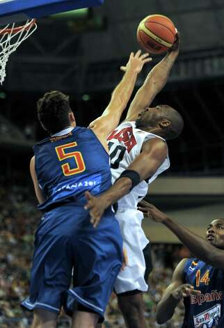 Spain's Rudy Fernandez (R) vies with US Kobe Bryant (L) during the Pre-Olympic friendly basketball match between Spain and USA at Palau Sant Jordi in Barcelona on July 24, 2012.  AFP PHOTO / LLUIS GENELLUIS GENE/AFP/GettyImages Photo: LLUIS GENE, AFP/Getty Images / AFP
