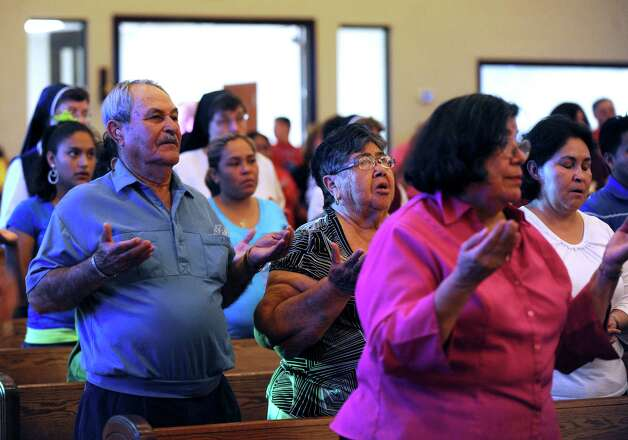 People pray during a Mass in Victoria on Tuesday, July 24, 2012, for 15 immigrants that died as a result of a horrific wreck in Goliad County on Sunday. Photo: Billy Calzada, San Antonio Express-News / © 2012 San Antonio Express-News