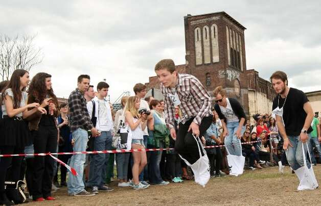 BERLIN, GERMANY - JULY 21:  Contestants compete in the Cloth Tote Sack Race during the second annual Hipster Olympics on July 21, 2012 in Berlin, Germany.  (Adam Berry / Getty Images)