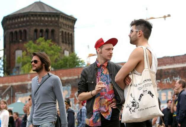 BERLIN, GERMANY - JULY 21:  An attendee wearing an ironic trucker cap stands next to another with a cotton tote bag at the second annual Hipster Olympics on July 21, 2012 in Berlin, Germany.  (Adam Berry / Getty Images)
