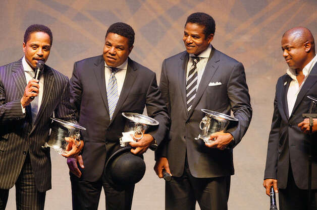 The Jackson brothers pick up an award without Michael, 2008. (Getty) / SF