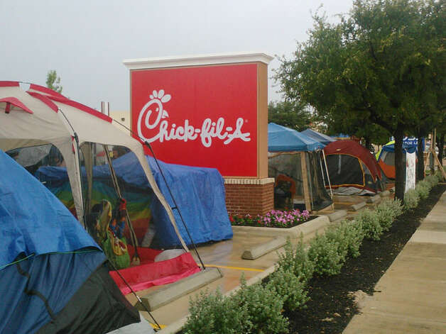 Nearly 200 residents gathered for a chance to win free Chick-fil-A meals for a year. Mark D. Wilson/ Southside Reporter