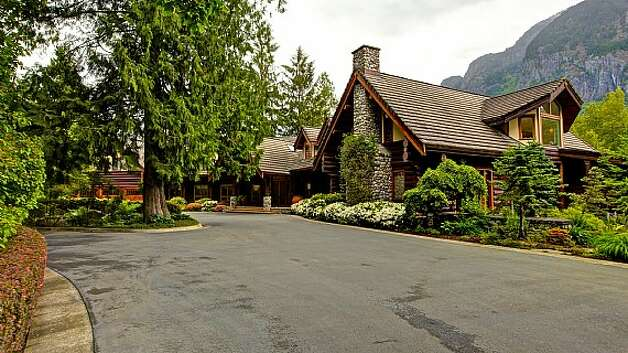 Driveway of a Snoqualmie home set for sale at auction on Aug. 9. Photo: J. P. King Auction Co.