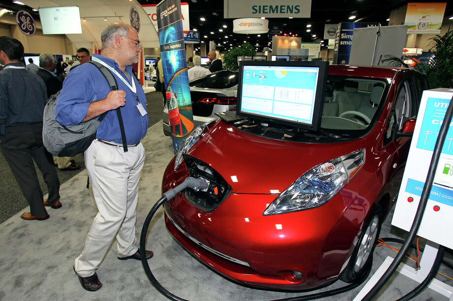 Ron Minsk watches the charging operation of a Nissan Leaf at the Plug-In-2012 Convention & Expo at the Gonzalez Convention Center on July 25, 2012. Photo: Tom Reel / ©2012 San Antono Express-News