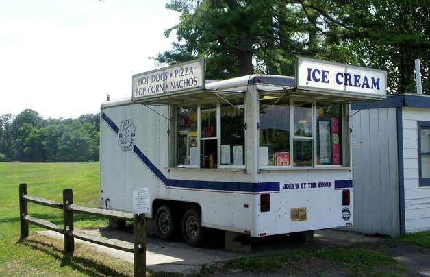 "Joe Romeo has operated a food trailer for players at the Longshore Club Park golf course, since the course's old ""halfway house"" burned down in 2003. Photo: Paul Schott / Westport News"