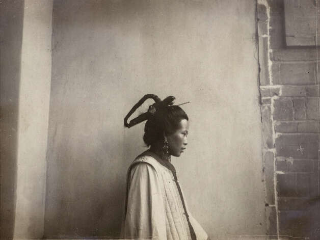 """Woman with headdress in Zhenyuan-Xian, Gansu,"" c. 1909 (Smithsonian Institution Archives, image # 2008-2988)"