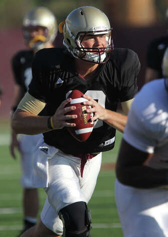 Quarterback Tyler Arndt gives Texas State a downfield passing threat. Photo: JOHN DAVENPORT, SAN ANTONIO EXPRESS-NEWS