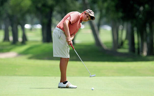 Wylie Caden putts a long try at birdie on the No. 7 green during the final round of the Greater San Antonio Junior Championship at Brackenridge Park Golf Course on Thursday, July 26, 2012. Photo: Tom Reel, San Antonio Express-News / ©2012 San Antono Express-News