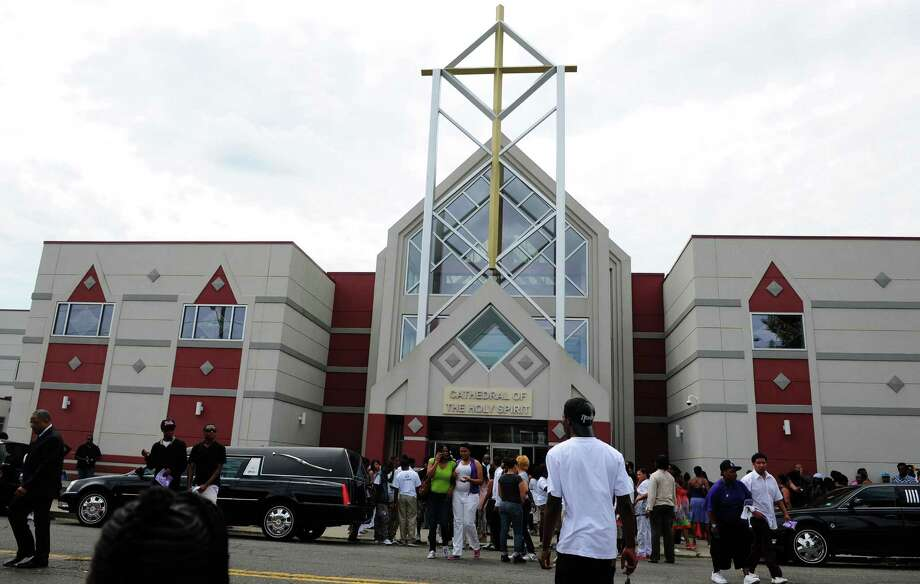 Funeral services for 15-year-old Ke'Ijahnae Robinson were held Friday, July 27, 2012 at Cathedral of the Holy Spirit in Bridgeport, Conn.  Robinson was shot and killed after a Sweet 16 party on Saturday, July 21, 2012. Photo: Autumn Driscoll / Connecticut Post