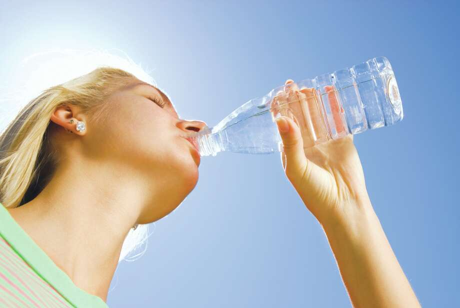 Plain water is best for keeping hydrated in summer. (Fotolia.com) / Nejron Photo - Fotolia