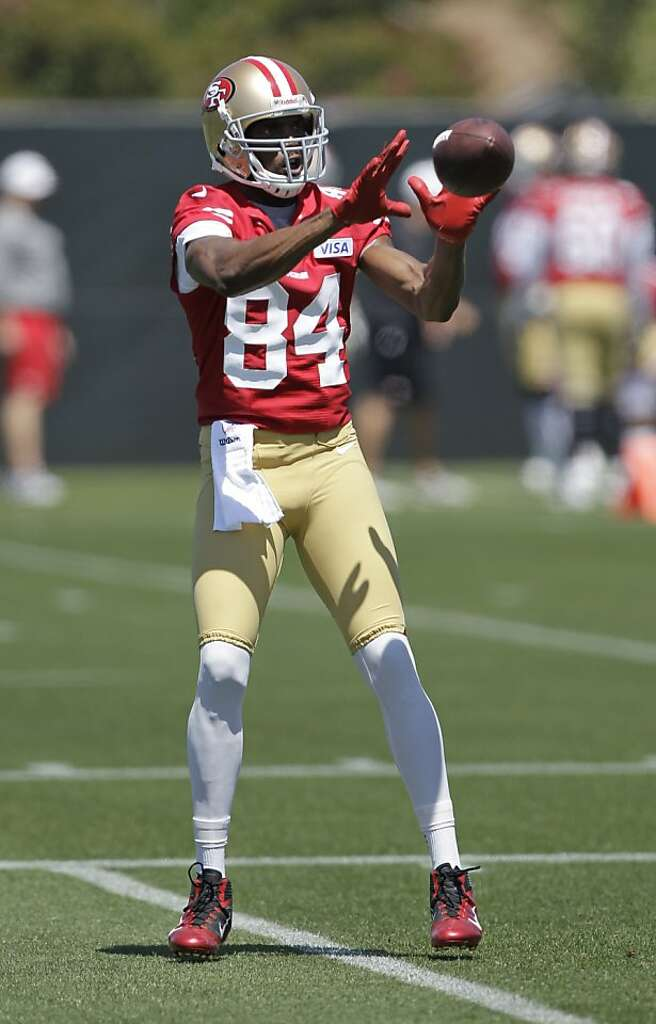 6322001722a ... San Francisco 49ers wide receiver Randy Moss catches a pass during  training camp at 49ers NFL ...