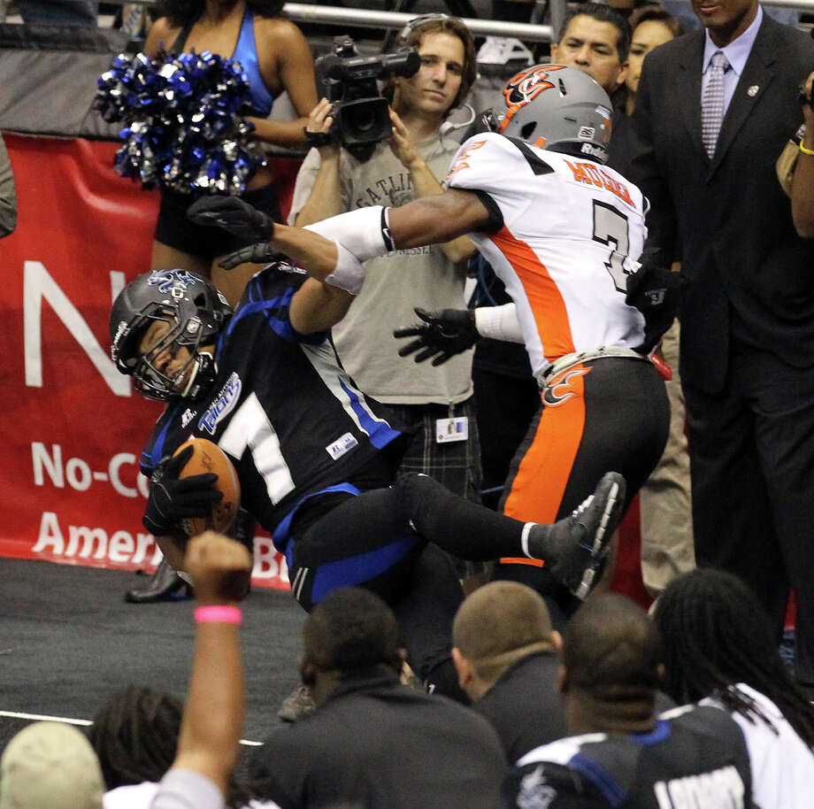Jason Willis (left) of the Talons did his part, coming down with one of his two touchdowns Friday in front of Utah's William Mulder. Willis had 11 catches for 112 yards, but San Antonio, the West's top seed, blew a 20-7 lead en route to a first-round loss. Photo: Kin Man Hui, San Antonio Express-News / ©2012 San Antonio Express-News