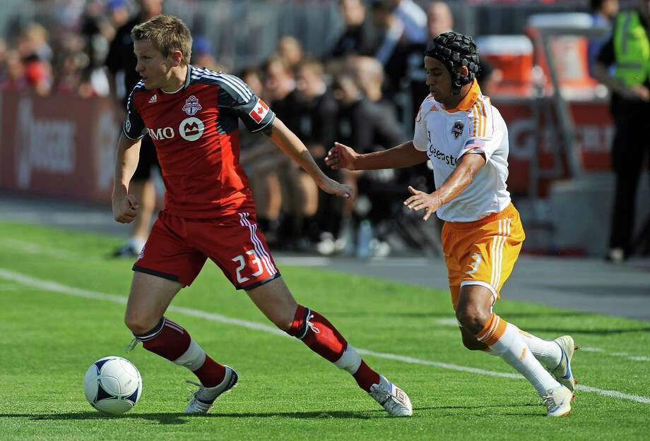 Terry Dunfield of the Toronto FC runs the ball away from Calen Carr. Photo: Brad White, Getty Images / 2012 Getty Images