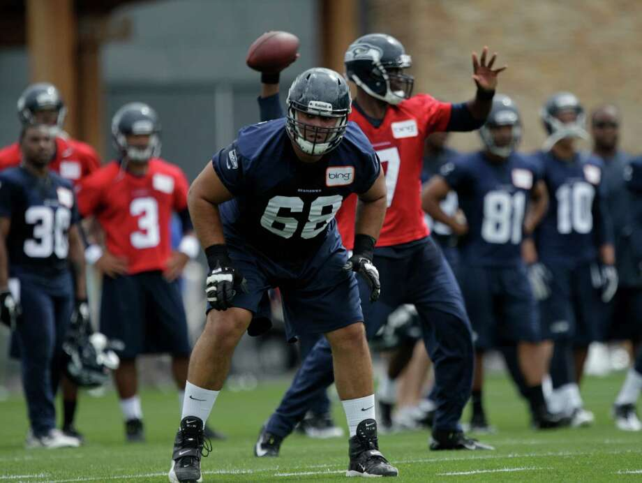 Seahawks tackle Breno Giacomini (68) looks to block as quarterback Tavaris Jackson passes. Photo: AP