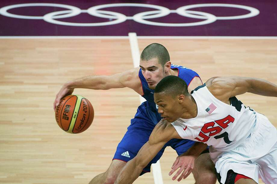 USA's Russell Westbrook (7) tries for a steal against France's Nando de Colo during men's preliminary round basketball at the 2012 London Olympics on Sunday, July 29, 2012. Photo: Smiley N. Pool, Houston Chronicle / © 2012  Houston Chronicle