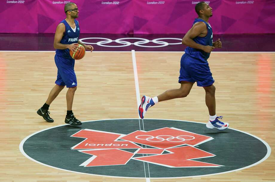 France's Tony Parker, left, brings the ball up the floor behind Boris Diaw during first half action against the USA during men's preliminary round basketball at the 2012 London Olympics on Sunday, July 29, 2012. Photo: Smiley N. Pool, Houston Chronicle / © 2012  Houston Chronicle
