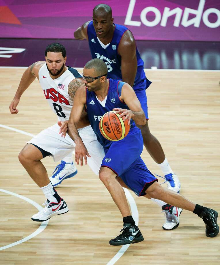 France's Tony Parker drives around USA's Deron Williams during men's preliminary round basketball at the 2012 London Olympics on Sunday, July 29, 2012. Photo: Smiley N. Pool, Houston Chronicle / © 2012  Houston Chronicle