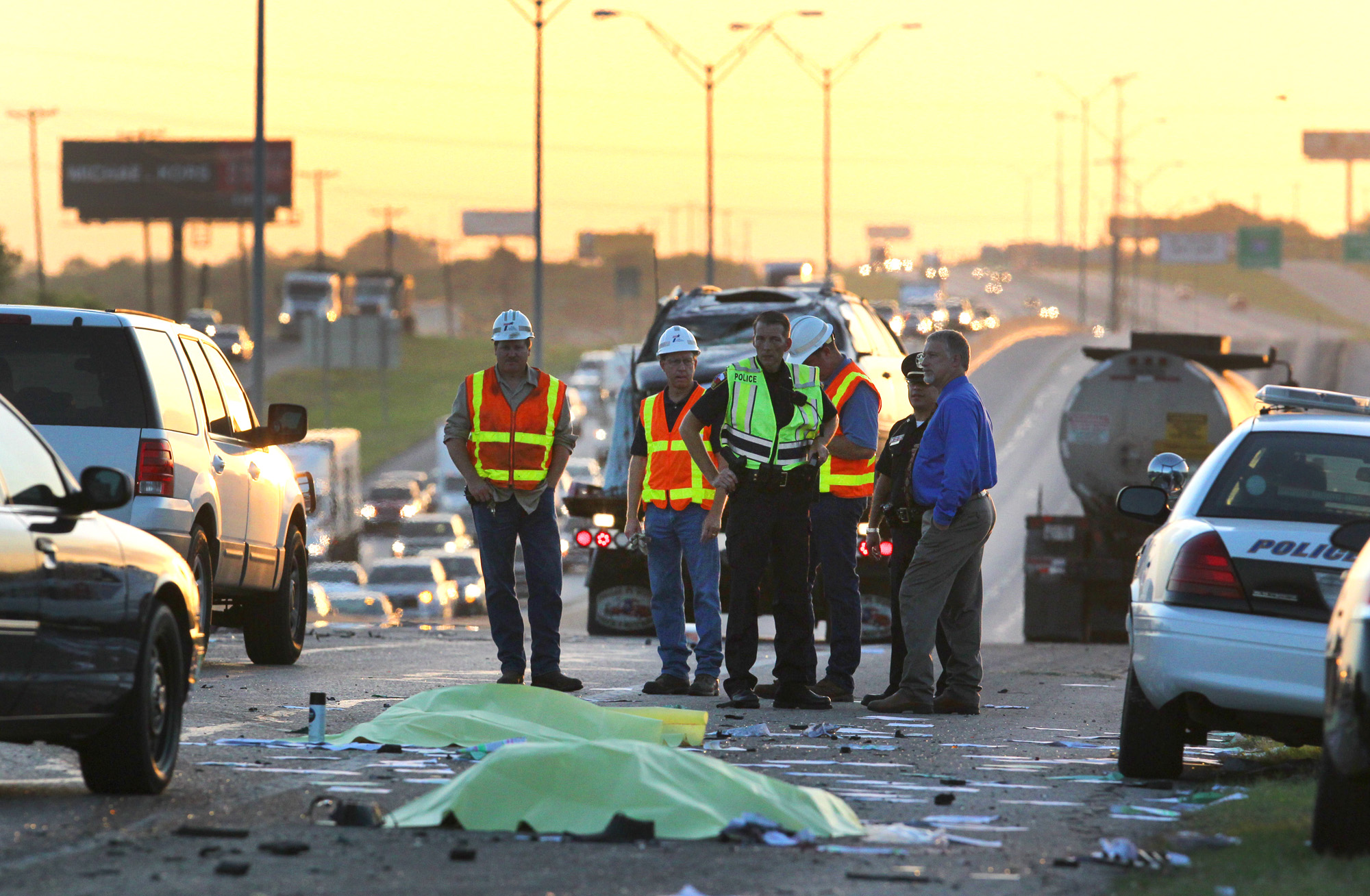 Good Samaritans, wrong-way driver killed by truck - San Antonio