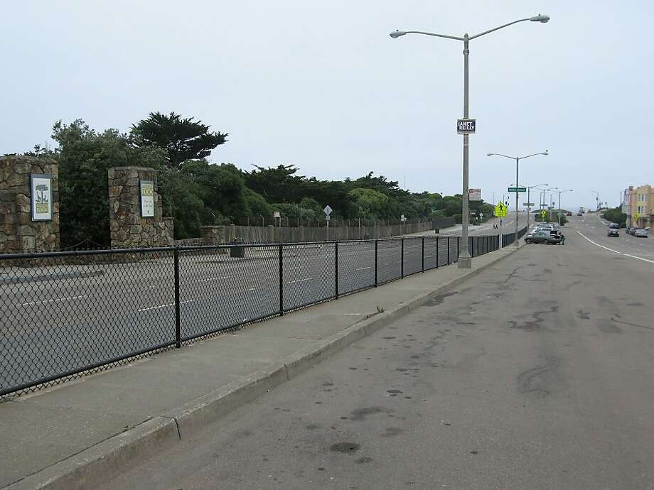 The SFMTA is looking to install parking meters outside the San Francisco Zoo. Photo: Suzanne Pullen, The Chronicle