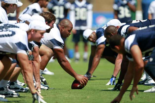 Dallas Cowboys offense against its defense during Cowboys training camp, Monday, July 30, 2012, in Oxnard, California. (Ron Jenkins/Fort Worth Star-Telegram/MCT) Photo: Ron Jenkins, MBR / Fort Worth Star-Telegram
