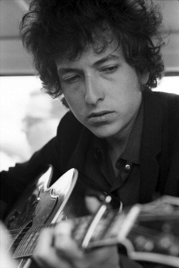 Folk singer Bob Dylan at the Newport Folk Festival on July 25, 1965 in Newport, Rhode Island. (David Gahr / Getty Images)