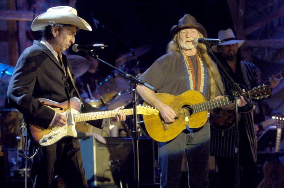 Bob Dylan and Willie Nelson perform together during the Willie Nelson and Friends Show in Los Angeles, California. (L. Cohen / WireImage for NBC Universal Phot)