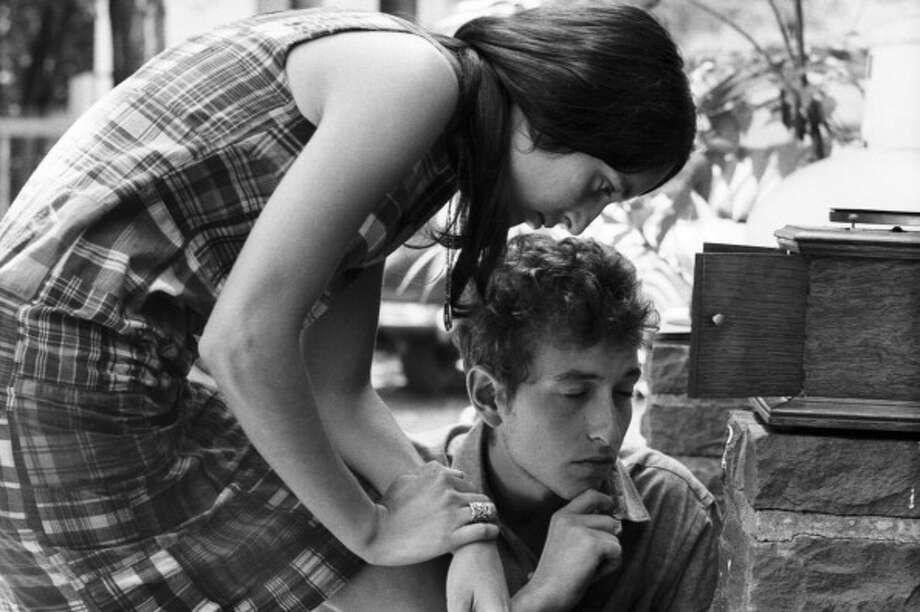 Folk singers Bob Dylan and Joan Baez relax in July 1963 in Woodstock, New York. (David Gahr / Getty Images)
